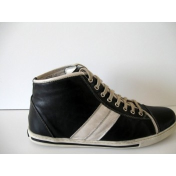 Juodi laisvalaikio batai Krisbut